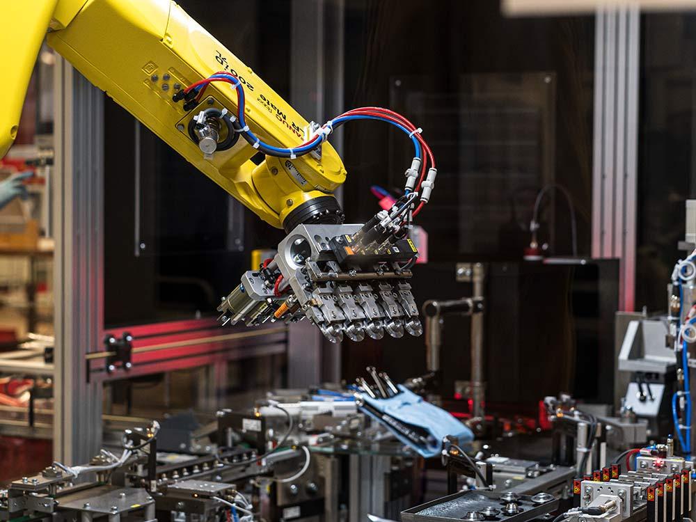 pièce en métal sur-mesure parc machine haute technologie
